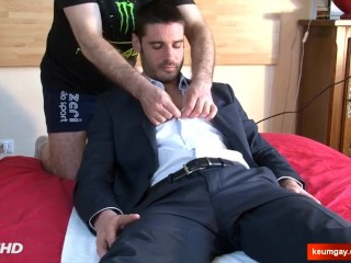I'm str8 guy and my cock goes hard helped by a guy !
