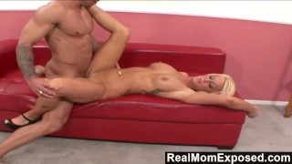 RealMomExposed – Amber Kentucky: It's Finger Lickin' Good!