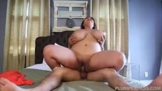 Xxxポルノ映画 - Plumper Pass - Miss LingLing 巨乳脂肪アジアのモデルは、ラテン系のスタッドからマッサージを取得します
