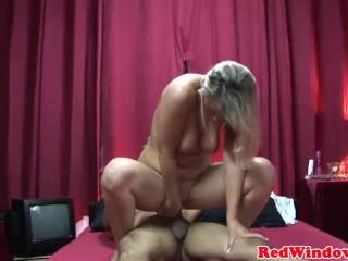 Wife fucks black cocks in motel