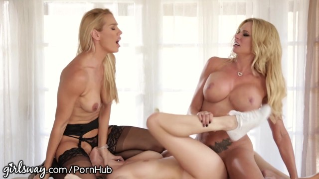 Stepmom and doctor examine her pussy 8