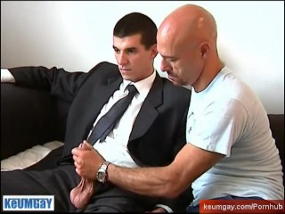 The handsome str8 vendor guy get serviced by a guy!