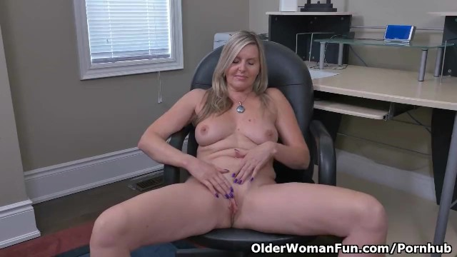 Velvet skye milf - Canadian milf velvet skye creams her office chair