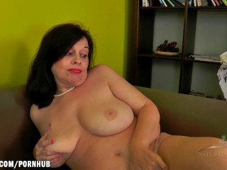 Erika shakes her pussy and rubs her swollen clit
