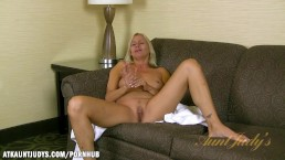 Payton Leigh gives you a hot interview