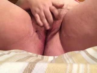 CHUBBY AMATEUR MAKES PUSSY QUEEF TO CUM WITH REAL ORGASM