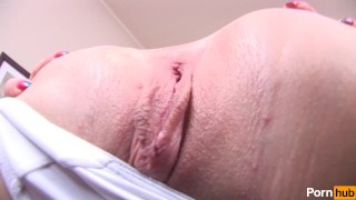 Bald with pussy babe plays emo blonde pussy