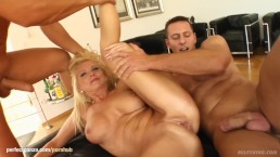 Vinnie hot milf being fucked on mature milf gonzo porn site Milf Thing