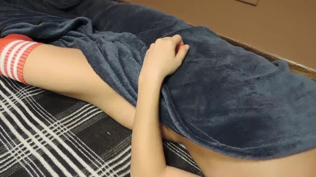 Struggling to go to Bed Teen, gets (中出)creampie from Stepbrother (part 1)