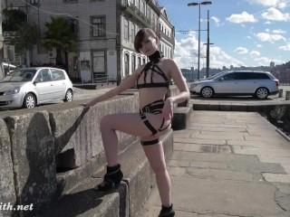 Jeny Smith – MyMokondo straps in public