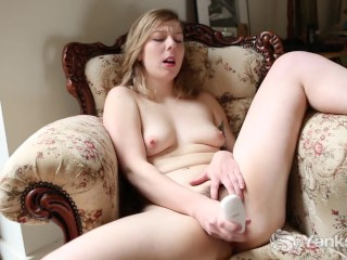 Sexy Mae Fingers Her Hairy Beaver