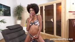 Brazilian hottie pumps her pussy before toy fucking it