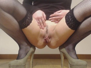 Pee on the floor with hight hells and stockings