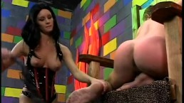 Kinky slag Leah Wilde enjoyed having her wet snatch licked