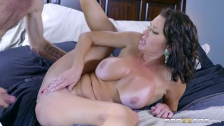 Sexy milf Veronica Avluv loves big cock - Brazzers Fakeagent audition