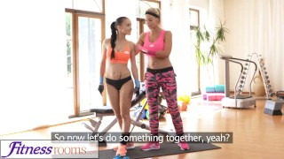 FitnessRooms Personal trainer with huge tits wet for firm young gym girl videos lesbians babes young exercise blonde teen fitnessrooms lycra big-boobs big-tits workout gym teenager nicole-love