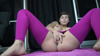 French Teen in Ripped Pants Squirt - Jeune Française en Legging Ejacule Big lingerie