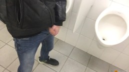 A quick pee in the urinal