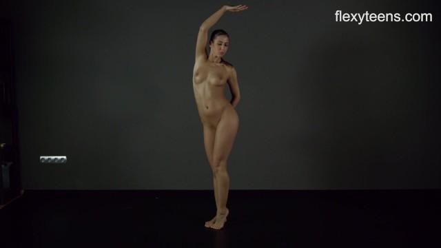 FlexyTeens - Zina Shows Flexible Nude Body