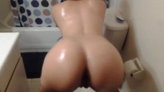 naked women twerking