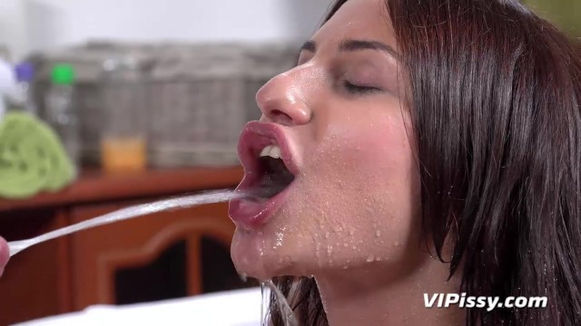 free-pissing-in-own-mouth-tubes
