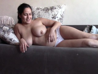 Camgirl With Small Body And Juicy Cunts