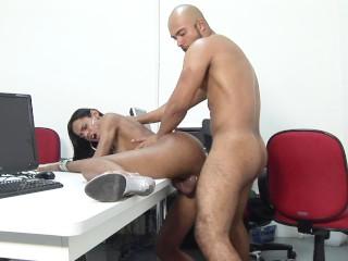 Big dick ebony shemale Kawanne Di Prado gets drilled in her ass