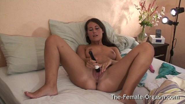Девчонки самка ласкает себя и кончает на камеру секс вечеринке классное