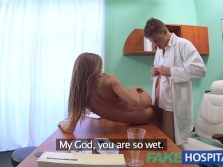 Fake Hospital Dottore scopa la fica stretta della sua paziente per curarle la sbronza