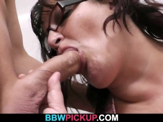 He bangs my fat pussy in the public restroom