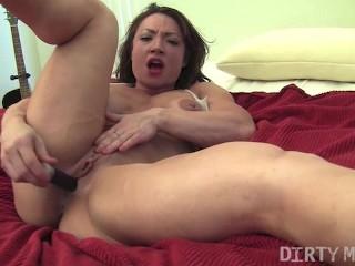 Muscular Brandimae Masturbates On Her Bed
