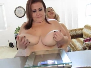 Sexy BBWS Mandy Majestic Have Fun Weighing Themselves