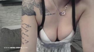 Sexy Teen Girl NinaDevil in nylons und higheels