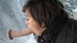 Ragazzina mora si masturba nello Ski Lift