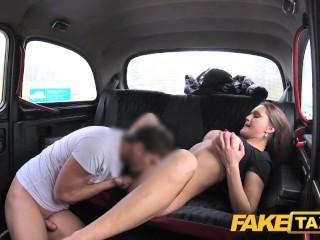 Rozvedená kočka súloží v taxíku
