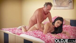 Teen college sleeping fucks and up her wakes older boyfriend brunette pornstar2016