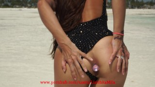 Public creampie in pussy on the beach