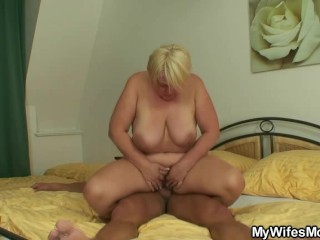 He finds mother inlaw naked and bangs her