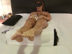HOT WIFE MASTURBATES WITH WOMANIZER 500 NICE ORGASM - FOOT LOVERS