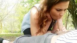 Elle me suce devant tous le monde dans un Parc Public
