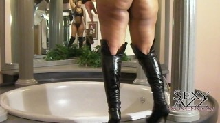 Big booty with big boobs ebony chick getting naked and rubbing