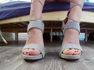 Look at those FEET! Hot GF Gives A Handjob And Footjob In Sexy High Heels