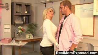 RealMomExposed Boobilicious Brooke has everything to please a cock