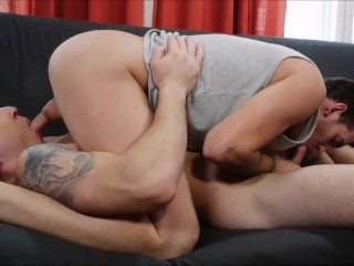 Euro Hunks hook up for bareback sex