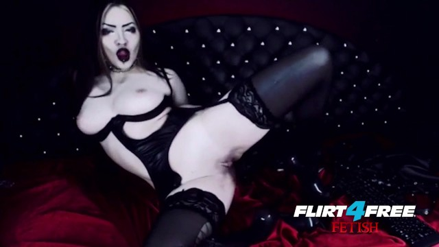 Latex 4 inch xl full topper Goth goddess fucks herself in latex