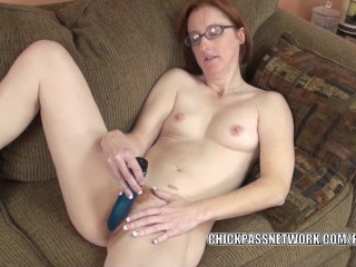 Redhead MILF Layla Redd fucks her mature twat with a toy
