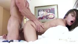 Попка Дэни Дэниэлз привлекла внимание Джонни Синза - Жёсткий Секс в Отеле