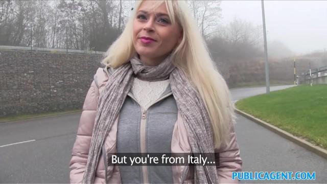 Учит мужа трахнул блондинку в парке жопа супер