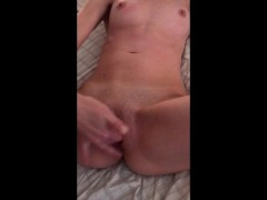 girlfriend gets fingered and finishes herself off