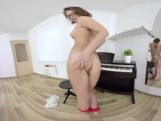 TmwVRnet.com – Lucia Denvile – Chef's best meal